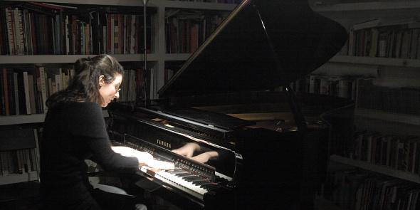 MOMENTO HISTÓRICO: EL PIANO DEL CENTRAL VUELVE A SONAR PARA EL PÚBLICO CON MARTA ESPINÓS